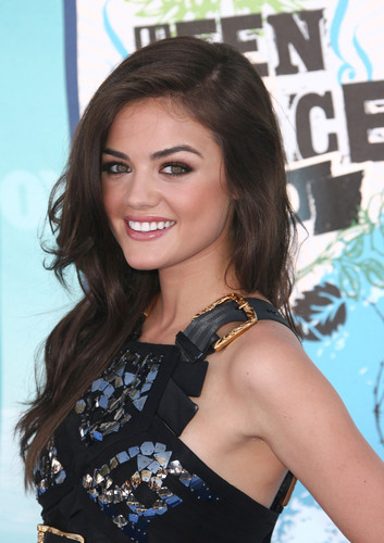 Lucy Hale 壁纸 entitled Lucy Hale TCA 2010