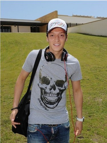 Mesut Özil hình nền entitled Mesut Özil