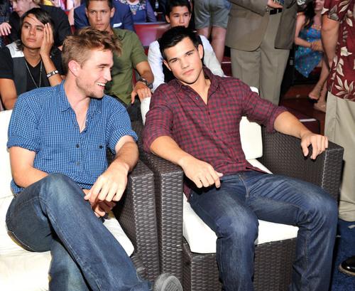 Rob: 2010 Teen Choice Awards HQ