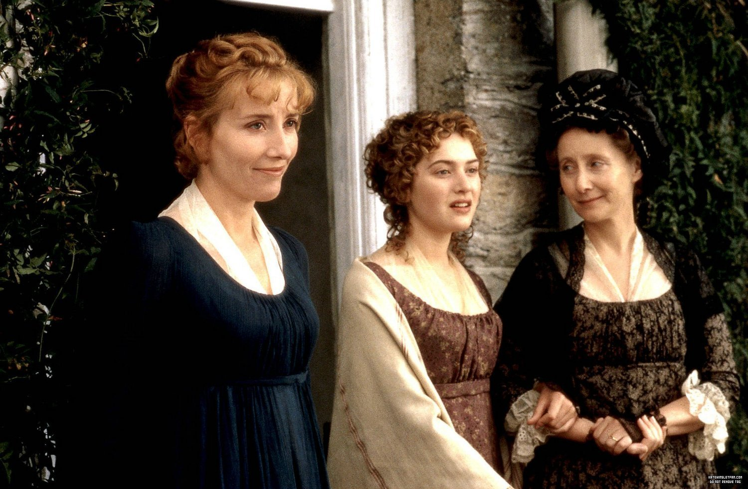 compare and contrast the characterization of elinor dashwood and marianne dashwood