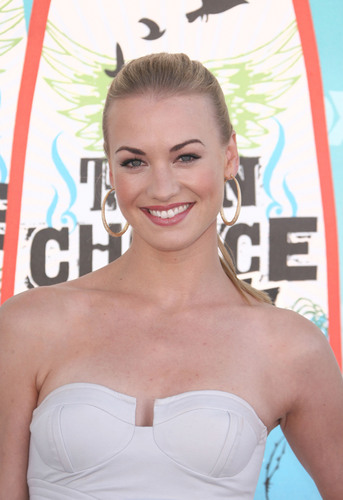 Yvonne Strahovski @ the 2010 Teen Choice Awards