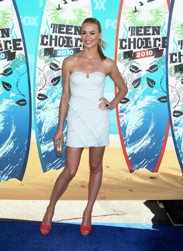 Yvonne Strahovski @ the 2010 Teen Choice Awards