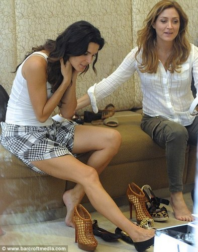 Rizzoli & Isles wallpaper titled shoe shopping