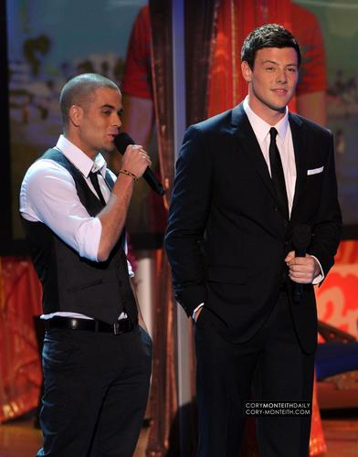 Cory @ 2010 Teen Choice Awards - tunjuk