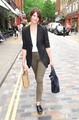 Gemma Arterton shopping in Convent Garden in 런던 (August 7)