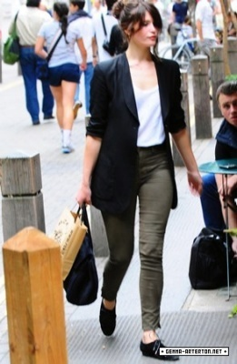 Gemma Arterton shopping in Convent Garden in Luân Đôn (August 7)
