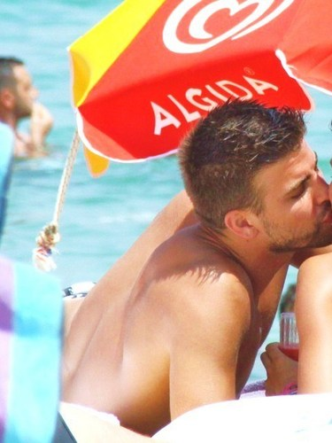 Gerard Pique & Nuria Thomas (his girlfriend) in Greece