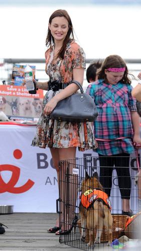 Gossip Girl - Season 4 - Set các bức ảnh of Leighton Meester and Clemence Posey