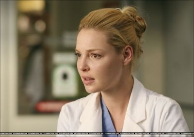Watak TV Wanita kertas dinding entitled Izzie Stevens - Greys Anatomy