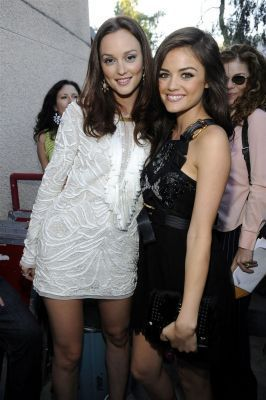 Leighton @ 2010 Teen Choice Awards with Lucy Hale
