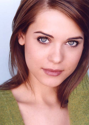 Lyndsy Fonseca wallpaper entitled Lyndsy