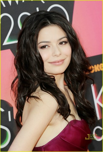 ミランダ・コスグローヴ 壁紙 entitled Miranda Cosgrove @ Kids Choice Awards 2010