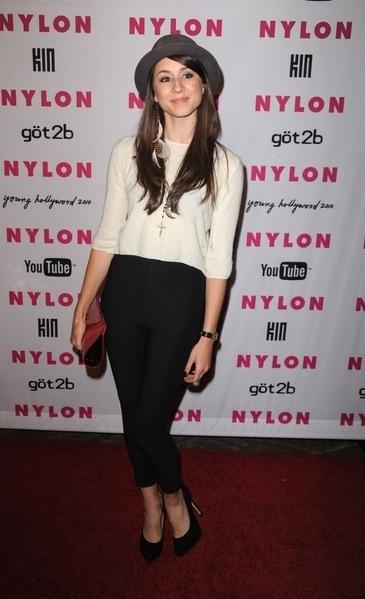 NYLON Magazine & আপনি Tube Young Hollywood Party