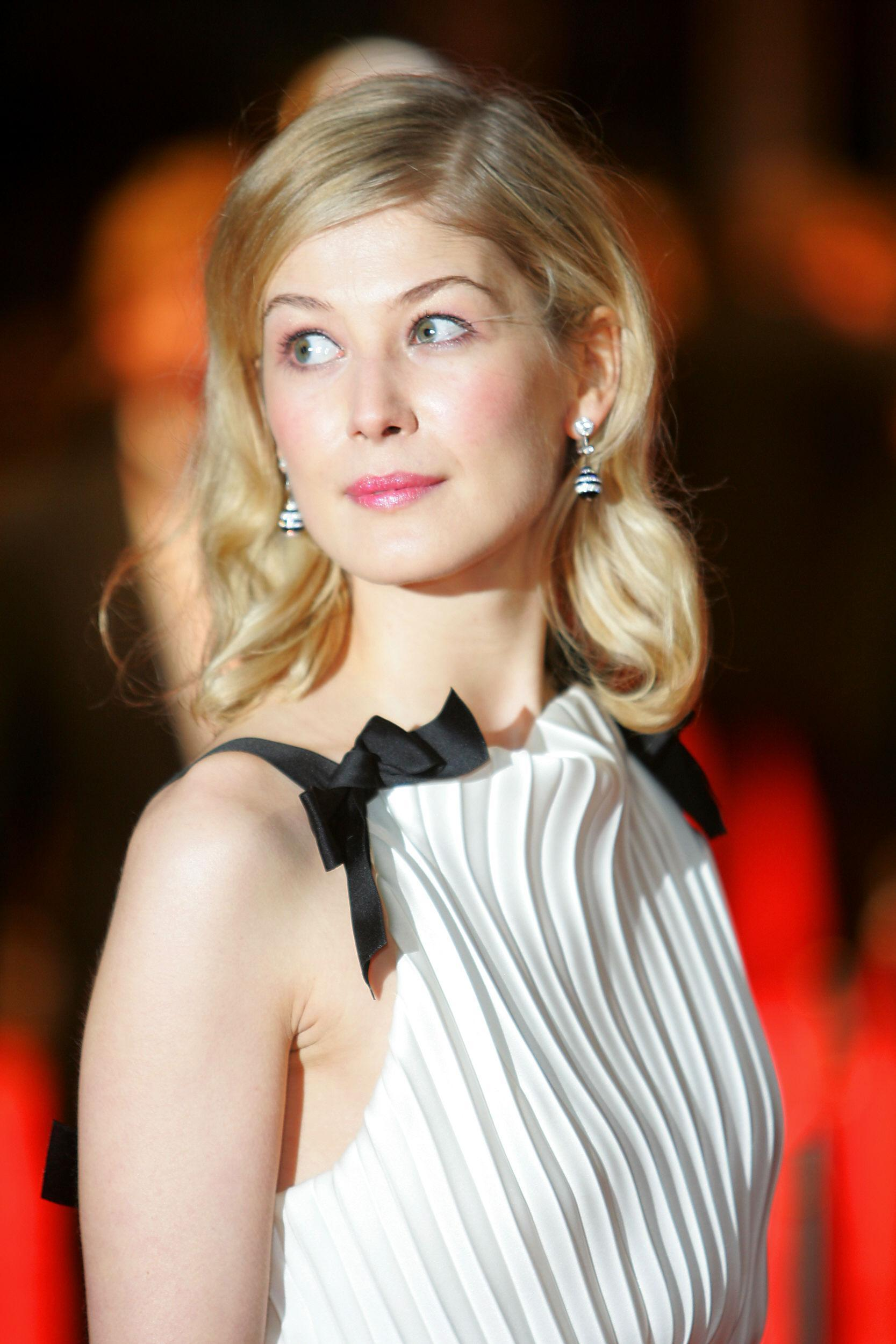 Rosamund pike and Phot...