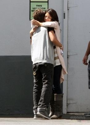 Selena arriving @ ডিজনি Lot