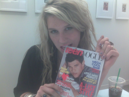 Kesha Twitter Pics