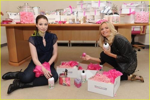 Kristin Chenoweth & Michelle Trachtenberg: Beauty Baskets!
