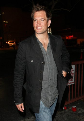 Michael Weatherly wallpaper with a business suit entitled Michael Weatherly - Out-and-about