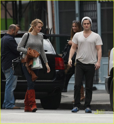 Penn Badgley & Blake Lively: Billy's bakery bunch