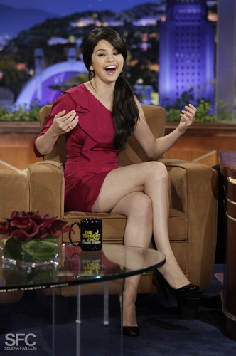 Selena On The Tonight mostra With Conan O'Brien <3