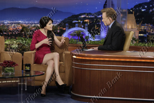 Selena On The Tonight 表示する With Conan O'Brien <3