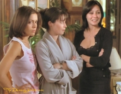 Сезон 1 - Page 3 Which-prue-is-it-anyway-charmed-8556937-400-311