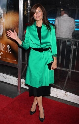 Where The Wild Things Are kertas dinding possibly containing an overgarment, a box coat, and an outerwear titled 'Where The Wild Things Are' Premiere in New York on October 13, 2009: Catherine Keener