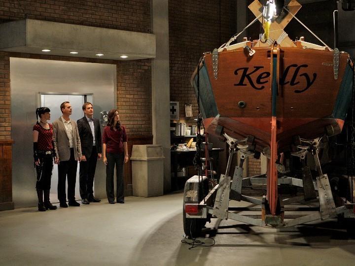 7x06 Team and Gibbs' barca