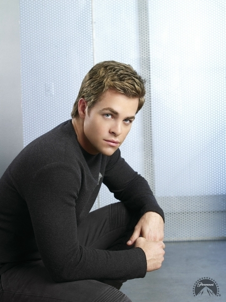 30 Stylish Images of Chris Pine From Wonder Woman 2 Movie |Chris Pine Photo Shoot 2012