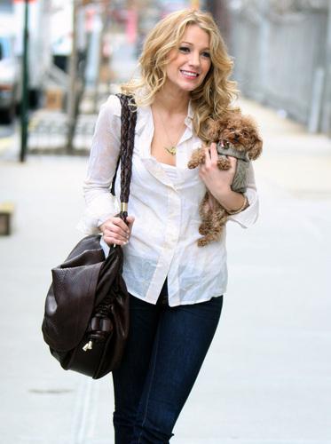 """Blake leaving the set of """"Gossip Girl"""""""