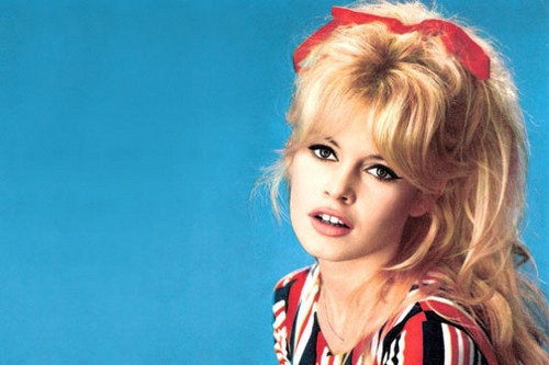 Brigitte Bardot wallpaper with a portrait titled Brigitte Bardot