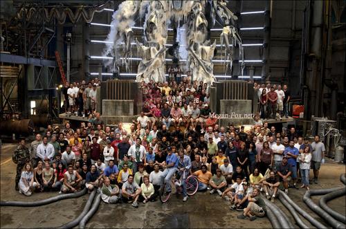 Cast & Crew on set transformers (2007)