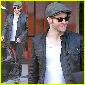Chris Pine spotted in NY on 10/12/09