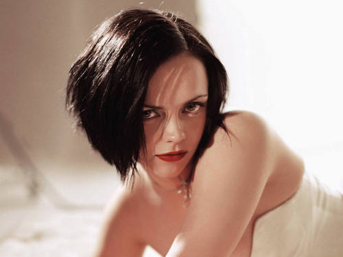 Christina Ricci (Seeker/Lacey) - the-host Photo
