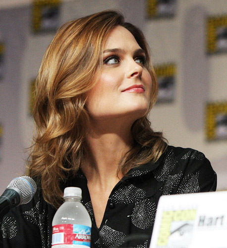 Emily Deschanel wallpaper with a bottled water called Emily