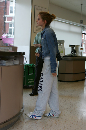 Emma Watson: At Waitrose in Finchley with Jay Barrymore [07.15.09] (HQ)