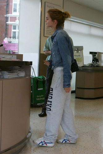 Emma Watson: At Waitrose in Finchley with vlaamse gaai, jay Barrymore [07.15.09] (HQ)