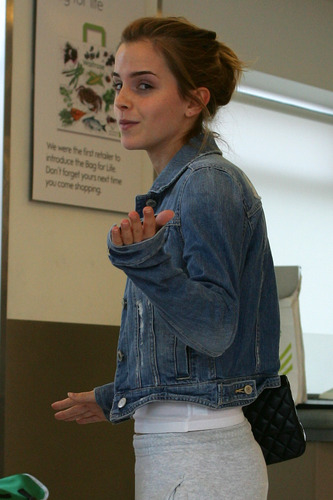 Emma Watson: At Waitrose in Finchley with ghiandaia, jay Barrymore [07.15.09]