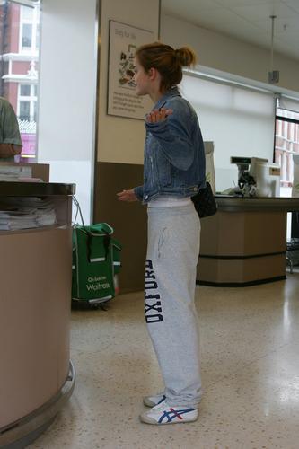 Emma Watson: At Waitrose in Finchley with ghiandaia, jay Barrymore [07.15.09]