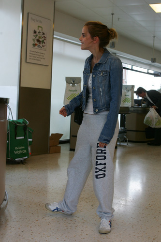 Emma Watson: At Waitrose in Finchley with جے Barrymore [07.15.09]