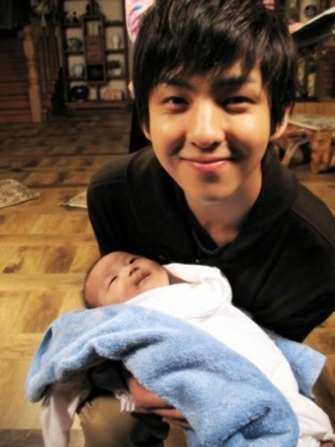超级少年 壁纸 with a neonate called Kibum