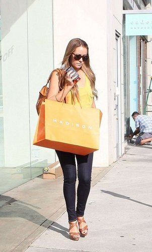 LC and LO go shopping