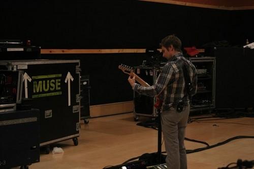 Matthew Bellamy wallpaper probably containing a concert and a guitarist titled Matt