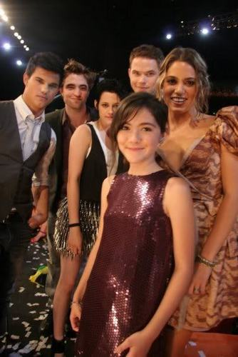 New प्रशंसक Picture of the cast freom the TCA (cute)