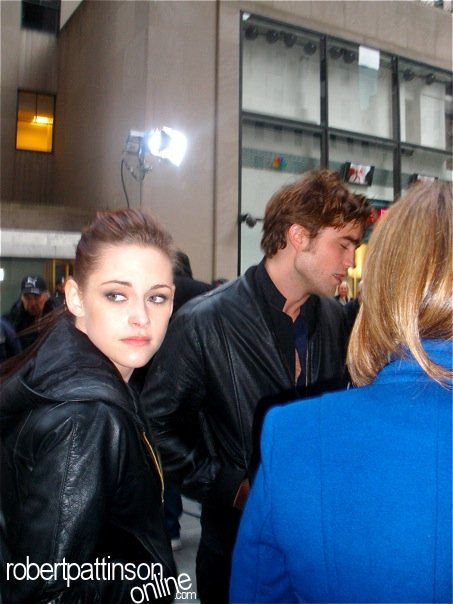 New /Old Pics of Robert Pattinson & Kristen Stewart at the Today Show