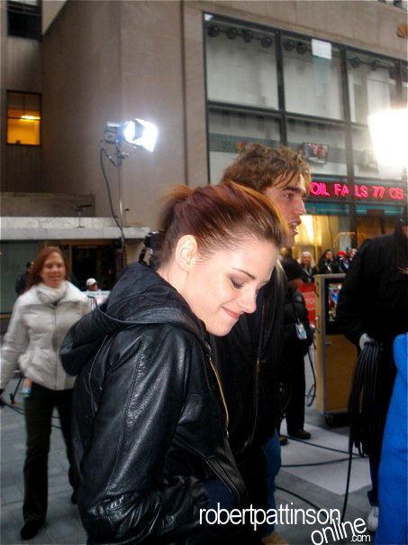 New /Old Pics of Robert Pattinson & Kristen Stewart at the Today onyesha