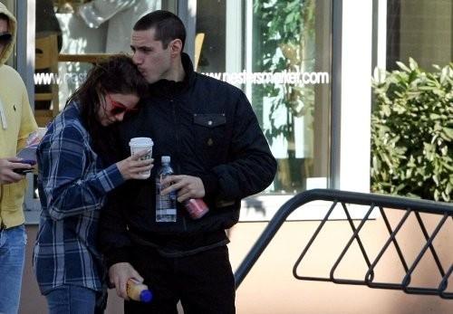 New Photos: Paris gives Nikki some sugar