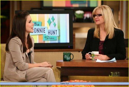 Sophia झाड़ी, बुश on the Bonnie Hunt दिखाना