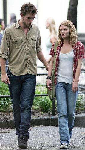 Robert Pattinson on Remember Me set*