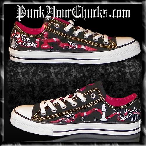 Twilight Converse Sneakers painted Von www.punkyourchucks.com artist MAG